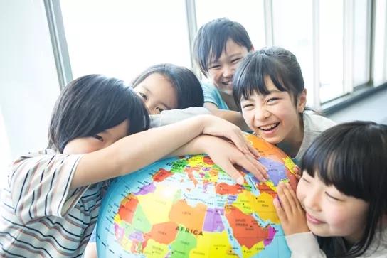"""侨外日本移民:你连二胎都望而却步,他们却养大了一支""""足球队""""!是怎么做到的?"""
