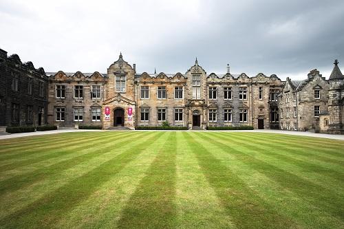 英国大学(本科)留学申请及留学费用